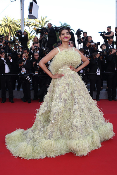 Sonam+Kapoor+Inside+Out+Premiere+68th+Annual+zRVzfGjJQssl